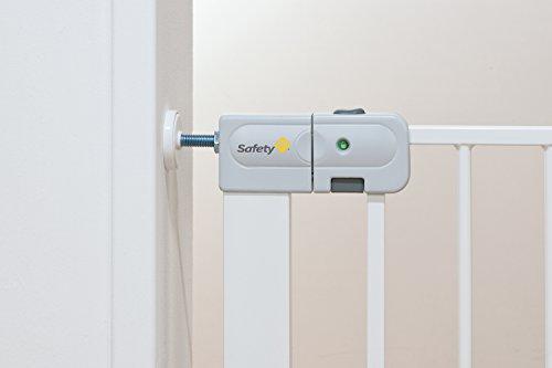 safety 1st treppengitter auto close treppenschutzgitter info. Black Bedroom Furniture Sets. Home Design Ideas