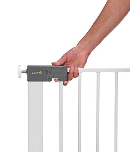 treppenschutzgitter safety 1st quick close plus treppenschutzgitter info. Black Bedroom Furniture Sets. Home Design Ideas
